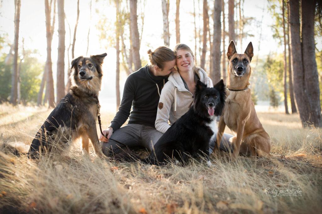 Hundetrainerin Lina und Familie mit drei Hunde und Ehemann
